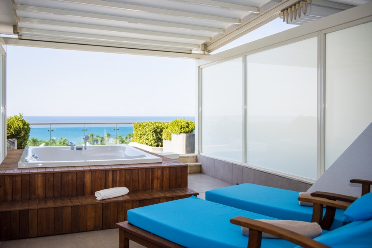 Deluxe Room with Terrace and Jacuzzi